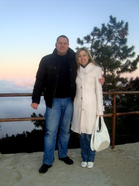 Максим Пастухов со своей помощницей и женой