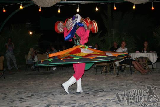 Интересный египетский танцор